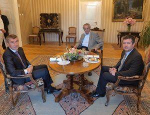 Miloš Zeman ve čtvrtek přijme premiéra kvůli Staňkově demisi, jednání v Lánech dopadlo patem